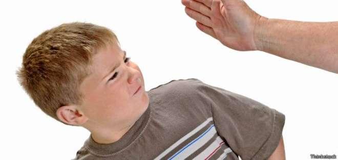 Algunos padres defienden el uso de la la violencia física leve para educar a sus hijos.