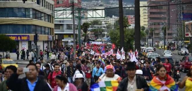 La Policía estimó que cerca de 800 personas participaron en esta marcha.