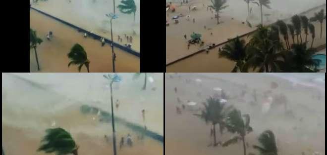 """El fenómeno meteorológico causó terror en los bañistas de la playa """"Da Piedade"""" en Recife, Brasil."""