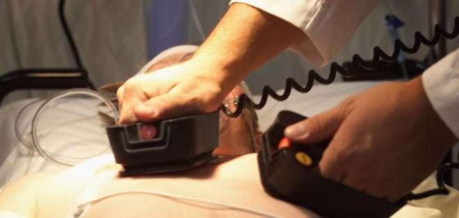 """Para """"devolverla a la vida"""", los médicos deben inflingirle dolor de cualquier manera puesto que no pueden practicarle una reanimación hasta que su corazón se llene de sangre de nuevo. Foto: referencial"""