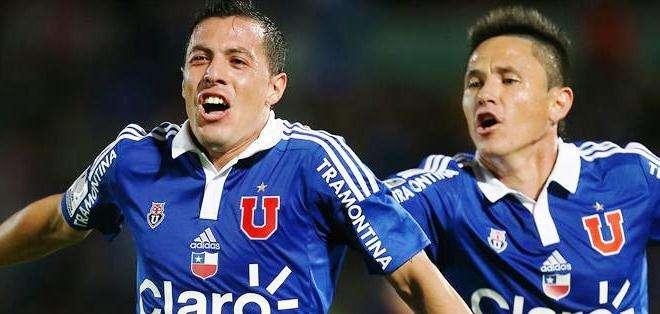 El jugador de Universidad de Chile Sebastian Ubilla (i) celebra su gol (Foto: EFE)