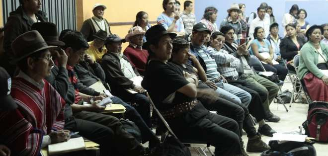 En la cumbre participan cientos de campesinos que se instalaron esta mañana en nueve mesas de trabajo. Fotos: API.