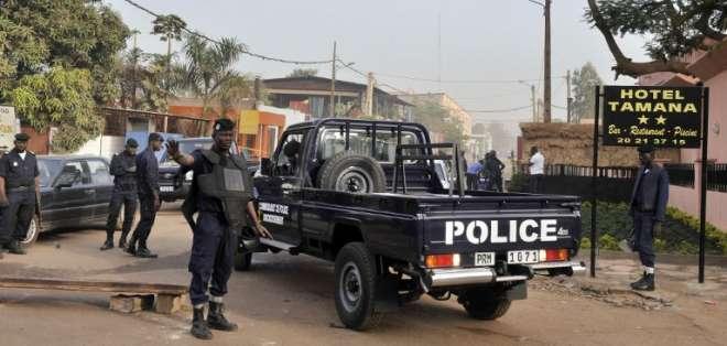"""MALI. """"Es un ataque terrorista, aunque esperamos precisiones"""", declaró un policía a AFP en el lugar de los hechos."""