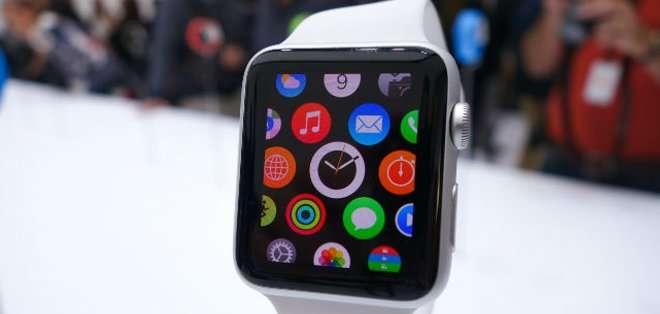 El gigante estadounidense había anunciado con gran pompa el año pasado su intención de lanzar al mercado el Apple Watch durante el mes de abril.