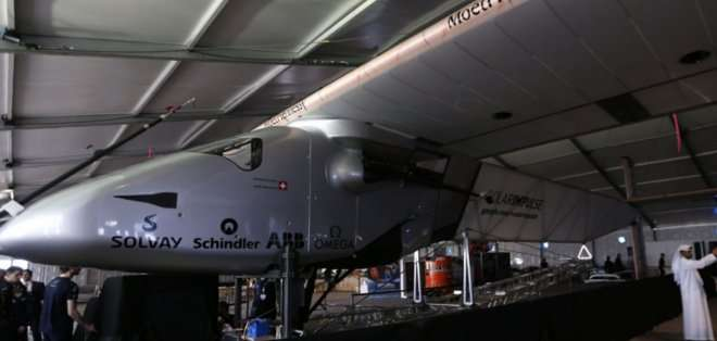 El Solar Impulse 2 puso rumbo al este y su primera etapa es Mascate, capital del sultanato de Omán, donde se espera su llegada al final del día. El trayecto de unos 400 km durará 12 horas.