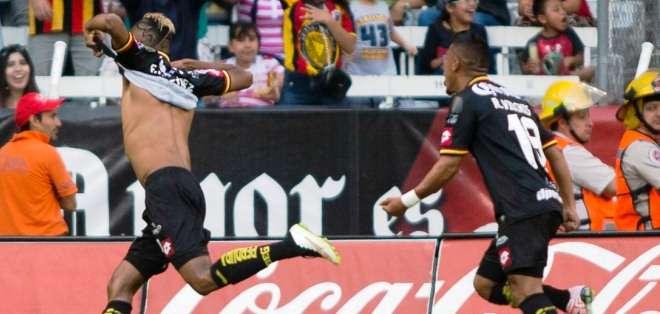 Fidel Martínez celebrando su gol (Foto: leonesnegrosudg.mx)