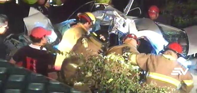 El auto que conducía Rodrigo Peñafiel chocó contra un camión cuyo chofer se dio a la fuga.