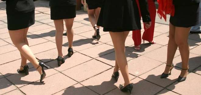 ESPAÑA.- Las damas que participen en las procesiones no podrán ir con falda más corta de la rodilla ni llevar escote o vestidos ceñidos. Foto: Archivo