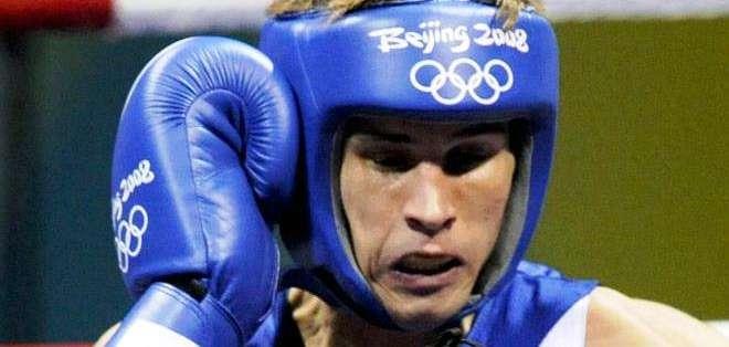 El boxeador francés Alexis Vastine combate en la ronda de cuartos de final de los Juegos Olímpicos de Pekín (Foto: EFE)