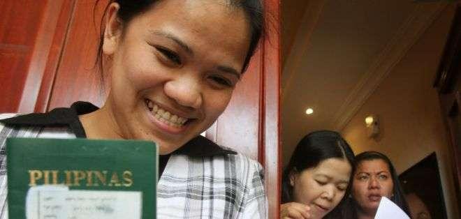 El gobierno filipino forma a decenas de miles de empleadas del hogar, chóferes, mecánicos y jardineros cada año con el propósito expreso de enviarlos a servir en el extranjero.