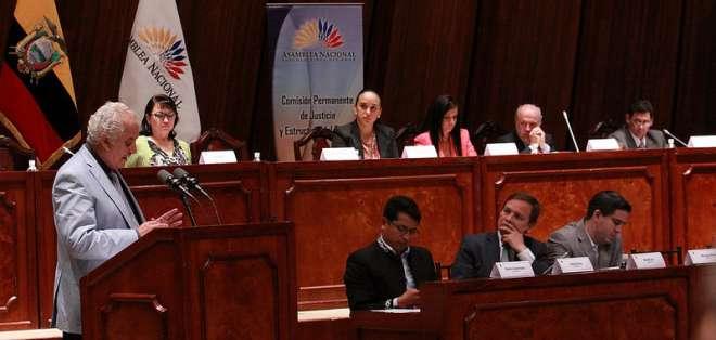 ECUADOR.- El fiscal del Estado, Galo Chiriboga, dijo ante la Asamblea tener un expediente sobre el que basa esta presunción. Fotos: Asamblea y Archivo