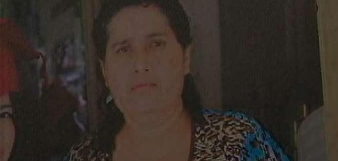 GUAYAQUIL, Ecuador. La madre de la joven, intentó evitar el robo, pero uno de los delincuentes le disparó, la bala terminó en su pecho y le provocó la muerte. Fotos: captura de pantalla