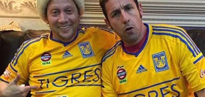 Schneider y Sandler con la camiseta de Tigres.