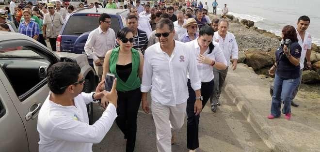 MANABÍ, Ecuador.- Según las autoridades, este proyecto permite la interconexión de 25.000 habitantes de la zona. Fotos: Presidencia de la República