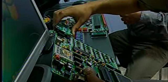 QUITO.- Dos jóvenes quiteños desarrollan sistemas que automatizan espacios habitables.  Fotos: Captura.
