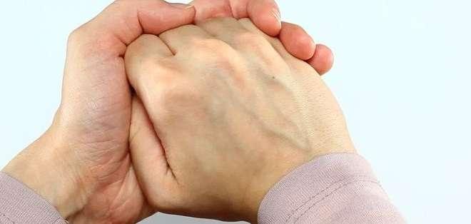 En todas las articulaciones del cuerpo existe una zona llamada cápsula articular que protege las articulaciones.