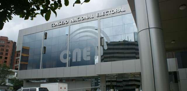 """ECUADOR.- Según """"Ciudadanos por Guayaquil"""", el CNE exige un promedio de 240 mil firmas pora cada interrogante. Foto: API"""