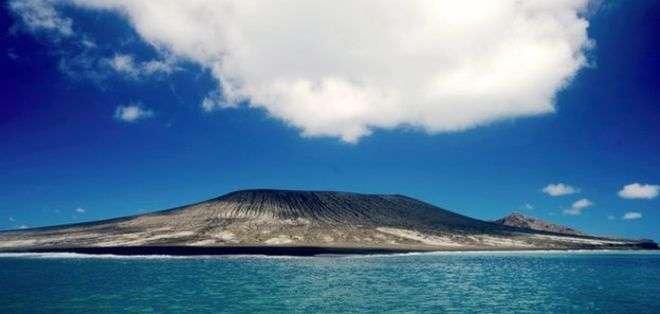 La nueva isla tiene un largo de 500 metros y 250 metros de alto.