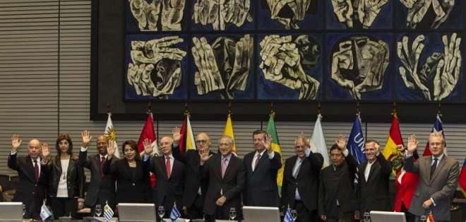 QUITO, Ecuador.- La defensa de la paz, la democracia y la unión de países de la región fue abordado en la apertura del encuentro de cancilleres. Foto: EFE