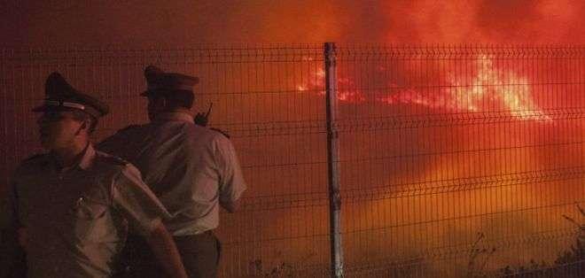 El gobierno admitió que el incendio está descontroilado.