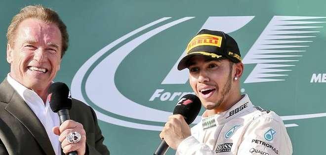 AUSTRALIA.- El inglés, último campeón del mundo, se convirtió en el primer líder del Mundial de F1. Fotos: EFE