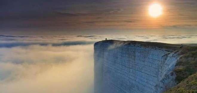 INGLATERRA.- Se trata de la pared de piedra más grande de Inglaterra, y tiene una altura de 162 metros. Fotos: Internet
