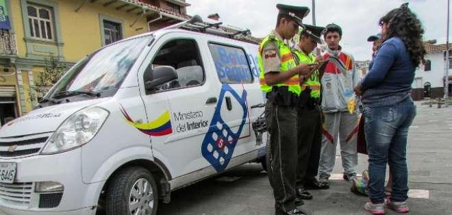 ECUADOR.- Según la encuesta, Ecuador se encuentra en quinto lugar de los países que tienen mejores niveles de atención policial. Fotos: Archivo