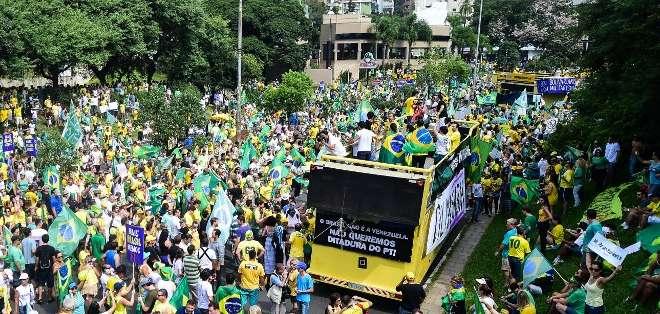 BRASIL.- Los manifestantes protestaban por el megaescándalo de corrupción en la estatal Petrobras. Fotos: AFP
