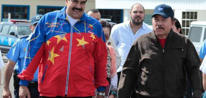 """VENEZUELA.- """"Está naciendo, con las resoluciones que hoy ha tomado Unasur, la doctrina de paz de Suramérica"""", dijo Maduro. Fotos: EFE"""