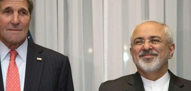 Kerry y Zarif, cuyos países rompieron relaciones diplomáticas hace 35 años, estuvieron reunidos junto a sus respectivos colaboradores durante cinco horas en un palacio de la ciudad suiza de Lausana. Fotos: AFP.