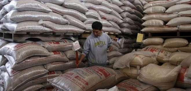 ECUADOR. No hay arroz que cueste menos de 40 dólares y hay hasta de 52 dólares. Mientras que el precio oficial es de 37 dólares.