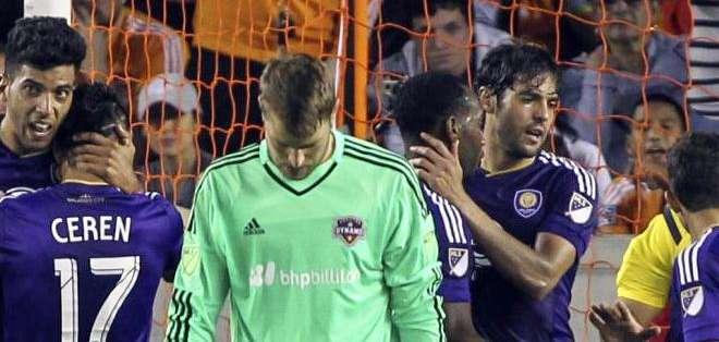 Kaká, atrás, celebrando con sus compañeros el triunfo del equipo de Orlando (Foto: Orlandocitysc.com)