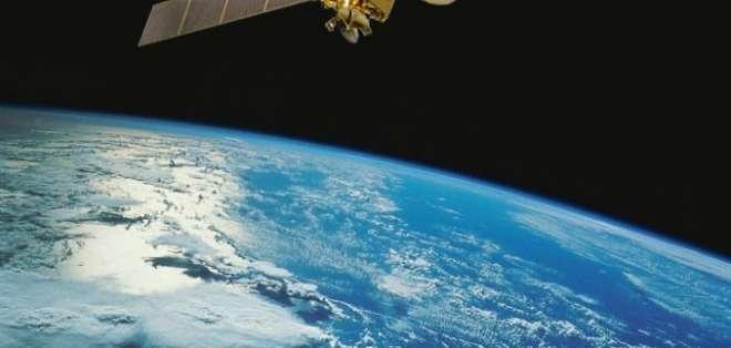 El kit consiste en una serie de componentes satelitales básicos ensamblados.