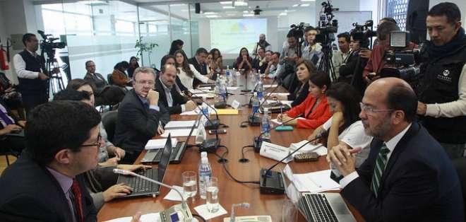 El ministro de Comercio Exterior  compareció ante la Comisión de lo Económico de la Asamblea.