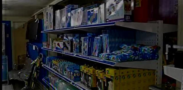 GUAYAQUIL.- La Intendencia de Policía y los comisarios centraron los operativos en papelerías de Guayaquil.  Fotos: Captura.