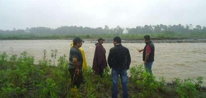 Los agricultores del cantón Cumandá están preocupados porque la creciente del río subió de nivel en las últimas horas por la presencia de lluvias.