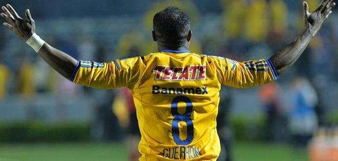 Otro ángulo del goleador ecuatoriano, celebrando su gol (Foto: EFE)
