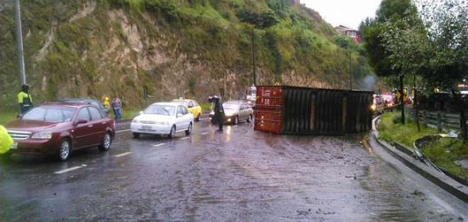 Las autoridades capitalinas informaron que no existen heridos tras este accidente.