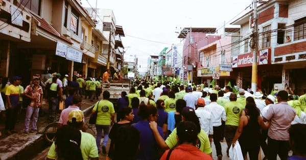ECUADOR.- En Daule, afines al Régimen avanzan en caravanas; en la Plaza San Francisco ya hay movimiento. Fotos: Redes sociales