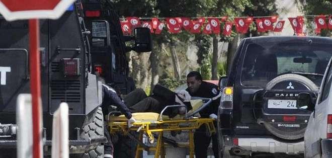 TÚNEZ. El ministro indicó que de las 23 personas muertas, 18 eran turistas extranjeros. Fotos: EFE