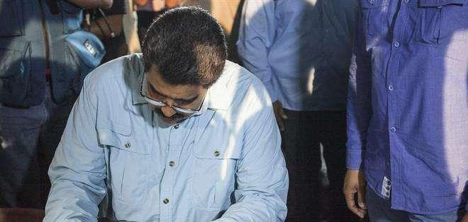 """VENEZUELA. """"Hoy lanzamos la campaña mundial 'Obama deroga el decreto ya' (...) en su correlato en castellano y en inglés"""", afirmó el alcalde del municipio caraqueño de Libertador, el oficialista Jorge Rodríguez. Fotos: EFE"""