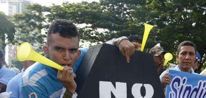 GUAYAQUIL.- La marcha de oposición en Guayaquil no registró incidentes. Fotos: API
