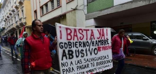 La asistencia a la marcha fue masiva pese a la intensa lluvia que cayó en la capital.