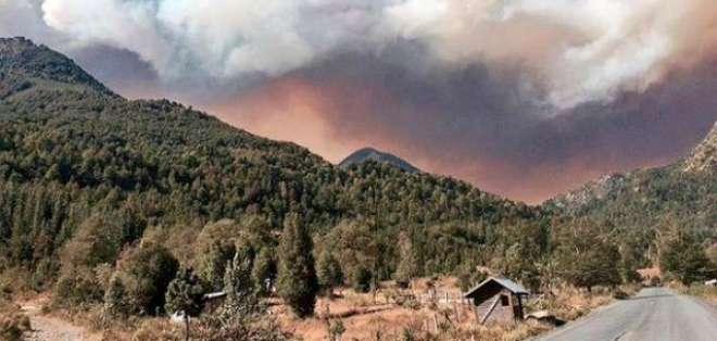 Un gran incendio forestal ha devastado la zona del parque nacional Conguillío, sur de Chile.