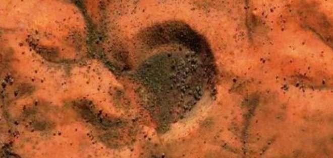"""CIENCIA.- """"Parecen dos grandes estructuras, cada una de ellas de unos 200 kilómetros"""", dijo un investigador. Foto: ABC"""