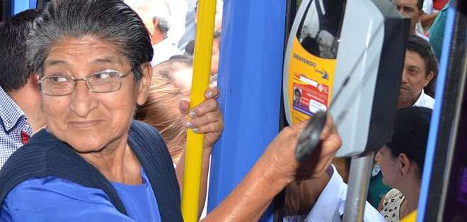 ECUADOR.- Hasta el momento, se han entregado más de 300 mil tarjetas a los habitantes de la provincia para tarifa normal y preferencial. Fotos: MTOP
