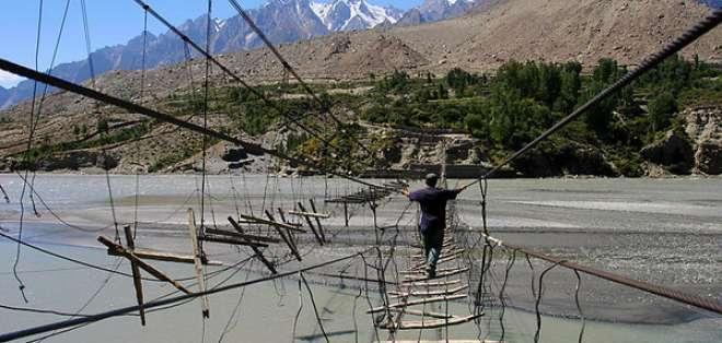 INTERNACIONAL.- El puente de Hussaini sobre el río Hunza se encuentra en la zona norte de Pakistán. Foto: Internet