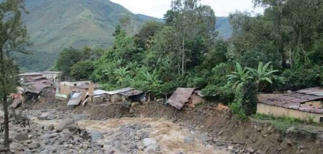 PERÚ. Autoridades indican que hay vehículos de transporte público atrapados entre el material arrastrado por los deslizamientos. Fotos: Archivo