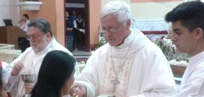 En 1990 fue enviado como misionero a Portoviejo y recibió la ordenación sacerdotal el 8 de diciembre de 1991.