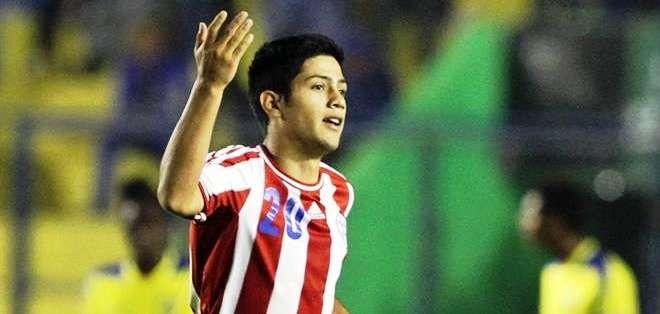 Sergio Díaz, celebra uno de los goles de Paraguay (Foto: EFE)